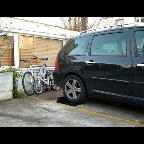 but e de parking noire pos e au sol coll e ou viss e. Black Bedroom Furniture Sets. Home Design Ideas